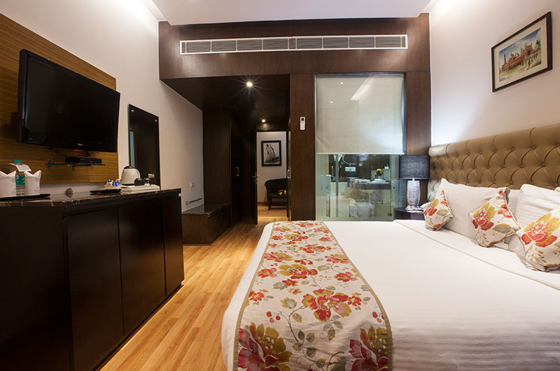 Athena Hotel, Hotels in Connaught Place in Delhi -Luxury suite4